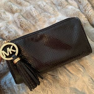 ✨Michael Kors Makeup bag✨